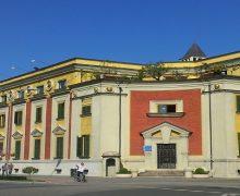 Bashkia Tiranë ndan të gjitha bursat për nxënësit ekselentë të 2017-ës
