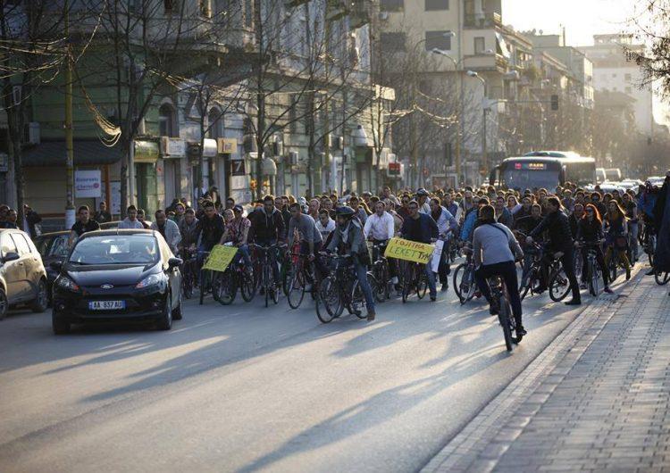 Shqipëria dhe biçikletat, mes (mos) përpjekjeve për infrastrukturë dhe fataliteteve