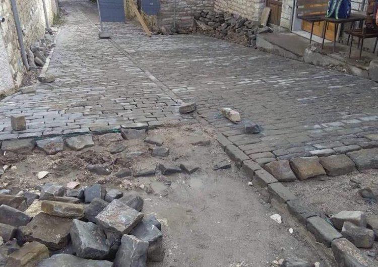 """Shiu pranveror dëmtoi kalldrëmet """"e qëndisura"""" në Gjirokastër"""