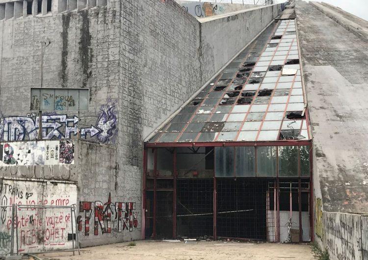 """Piramida e Tiranës """"ngopur"""" me premtime për rijetëzimin"""