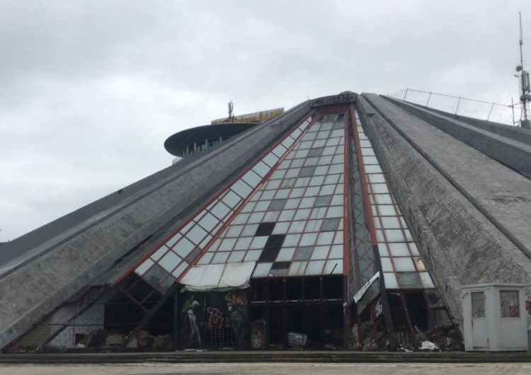 Piramida e Tiranës në pritje të gjatë të rijetëzimit