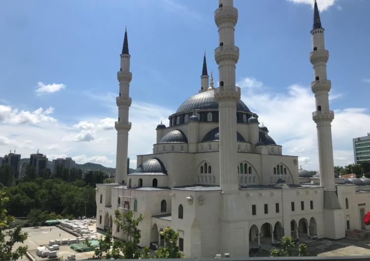 """""""Xhamia e Namazgjasë gati për Bajram"""", Veliaj premton gjëra që s'i takojnë"""