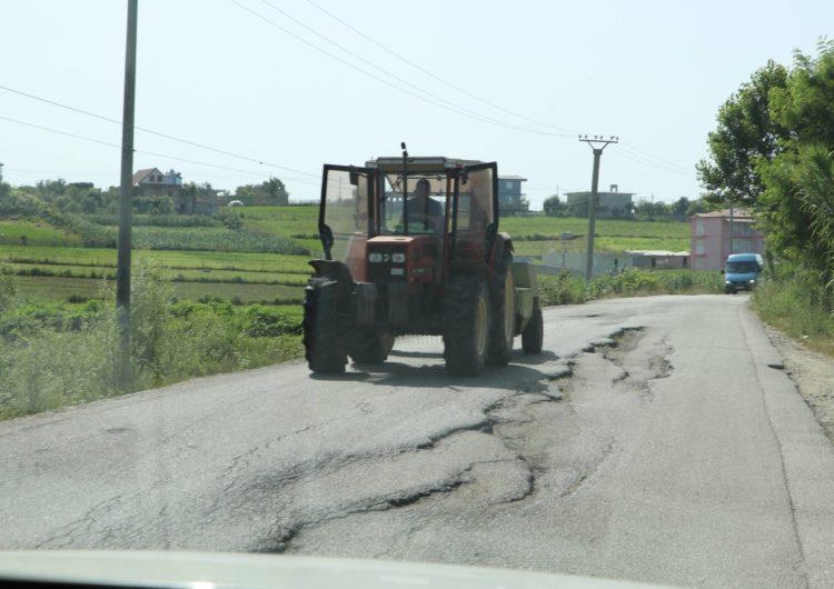 """Premtimi i Dakos për rrugët rurale, """"prioriteti"""" në gjendje të mjerueshme"""