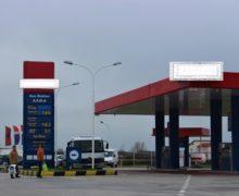 """Askush nuk ndaloi makinën, çmimi i naftës """"rend i qetë"""" drejt shtrenjtimit"""