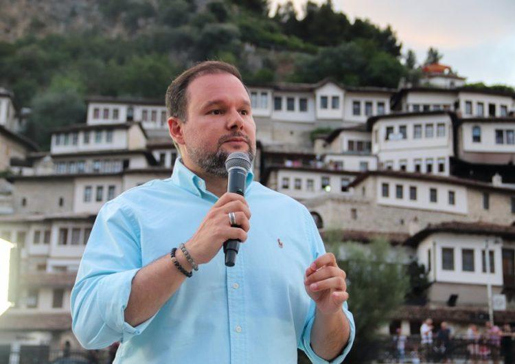 Kryebashkiaku i ri i Beratit me karrierë në administratë dhe dy shtëpi dhuratë nga prindërit