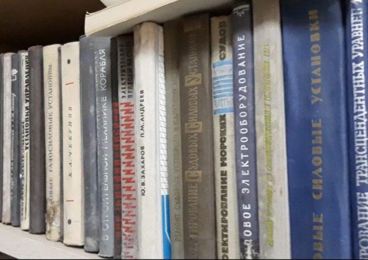 Literaturë në rusisht dhe laboratore të vjetra, kërkesat e studentëve të Vlorës ende të paplotësuara
