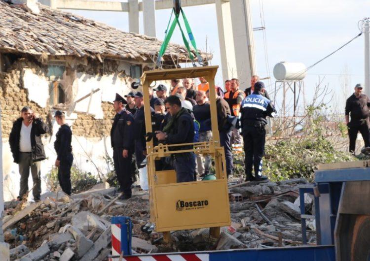 Gjendje e jashtëzakonshme në Tiranë e Durrës, ka ende njerëz nën rrënoja