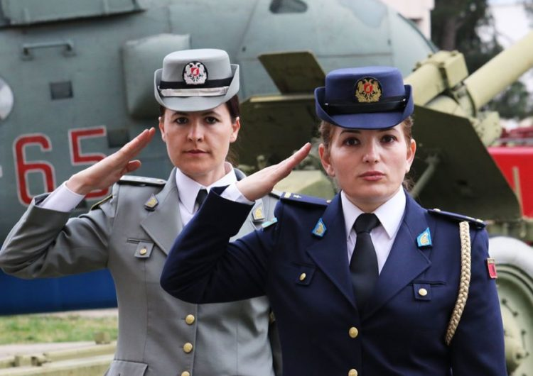 Ministrja e Mbrojtjes Xhaçka: 14% e efektivëve tanë jashtë vendit janë gra dhe vajza