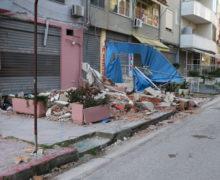 FOTOGALERI-Mes rrënojave të Durrësit 30 ditë pas tërmetit