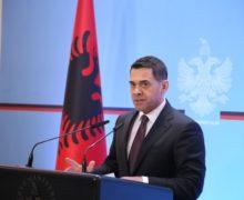 Ministri Ahmetaj ndryshon qëndrim për pasojat e tërmetit në rritjen ekonomike