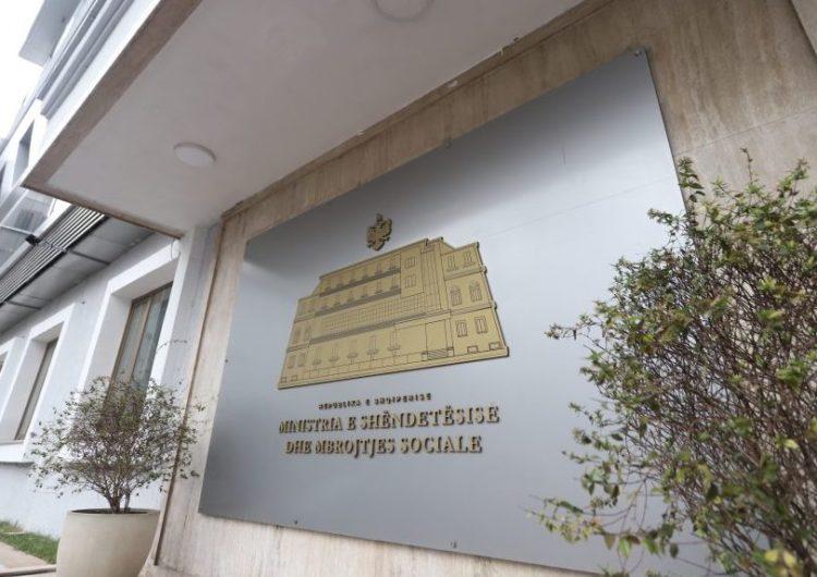 """Ministria e Shëndetësisë vazhdon """"avazin"""" me shkeljen e afateve për """"të drejtën e informimit"""""""